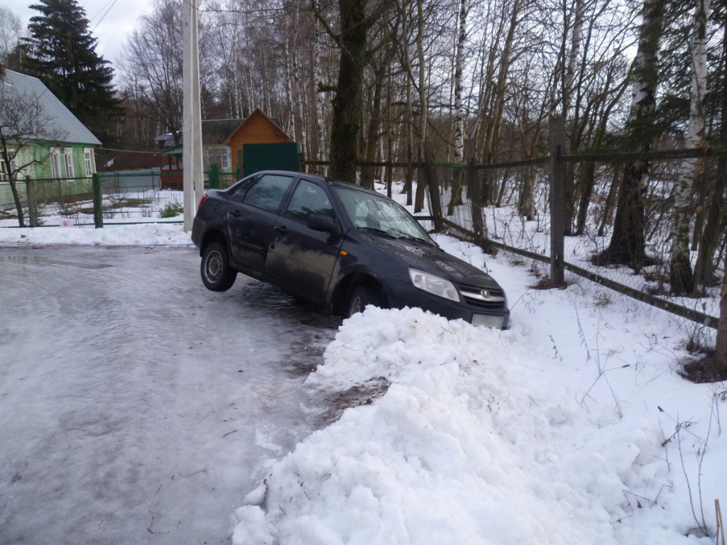 Машина в сугробе